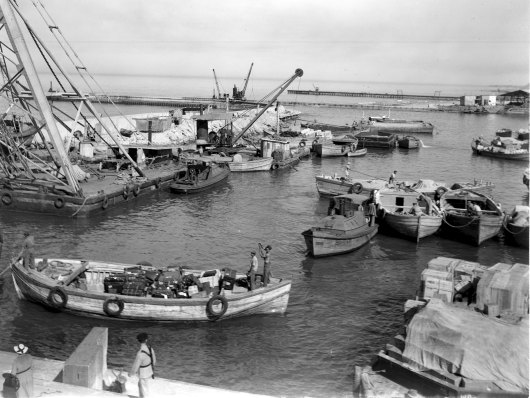 New immigrants luggage in the Tel Aviv port. Credit: Kluger Zoltan. Source: Israeli National Photo Collection.