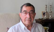 נתן גולדמן בביתו בבית השקד בעמיגור כפר סבא