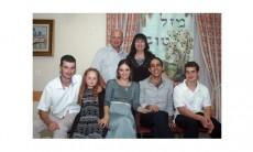 יוליה, מייקל ומשפחתם בקיבוץ שדה אליהו