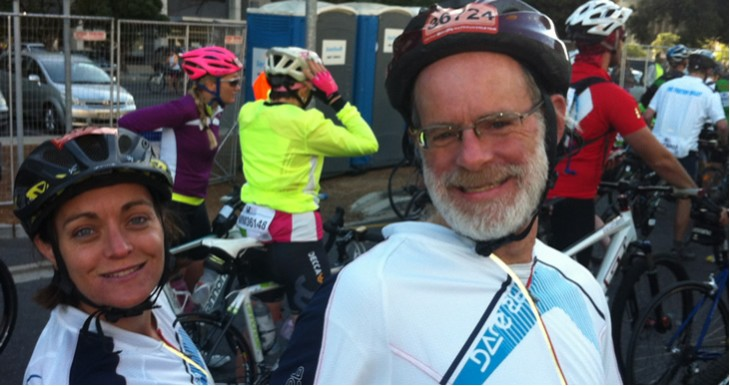 An enthusiastic Shlomit Simantov and Moshe Lichtenstein at the start of the Cape Argus Cycle Tour