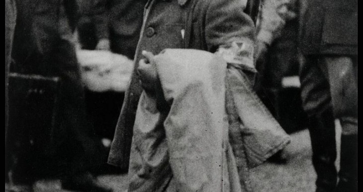 לולק הקטן עוזב את מחנה בוכנוולד
