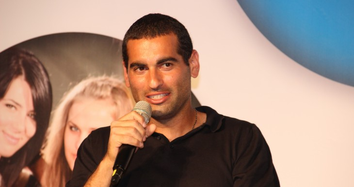 Andi Ram, Israeli tennis player and Grand Slam winner, speaks with Masa Israel participants at event at Jerusalem International Convention Center