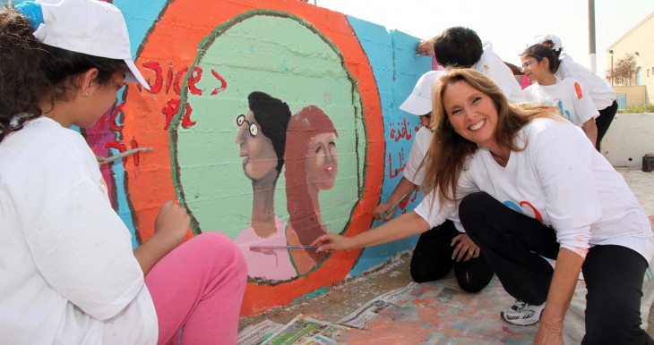 Shari Arison helps out on Good Deeds Day 2012