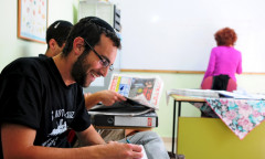 Ulpan_Etzion_Students_Studying_Hebrew_Newspaper