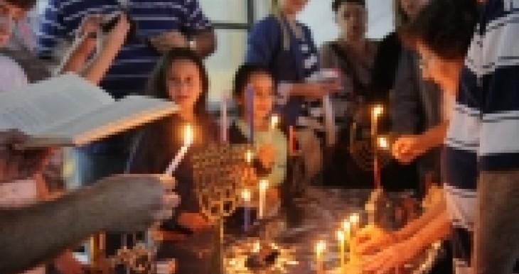 תמיכה בכ- 80 קהילות של התנועה המסורתית