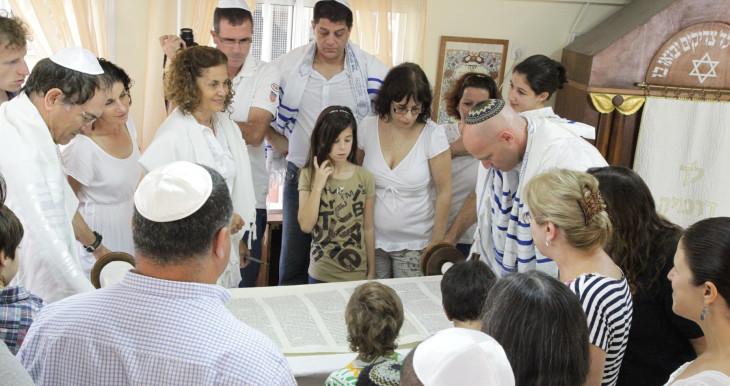 Prayer at the reform synagogue -Bavat Aiyn- on Yom Kippur.