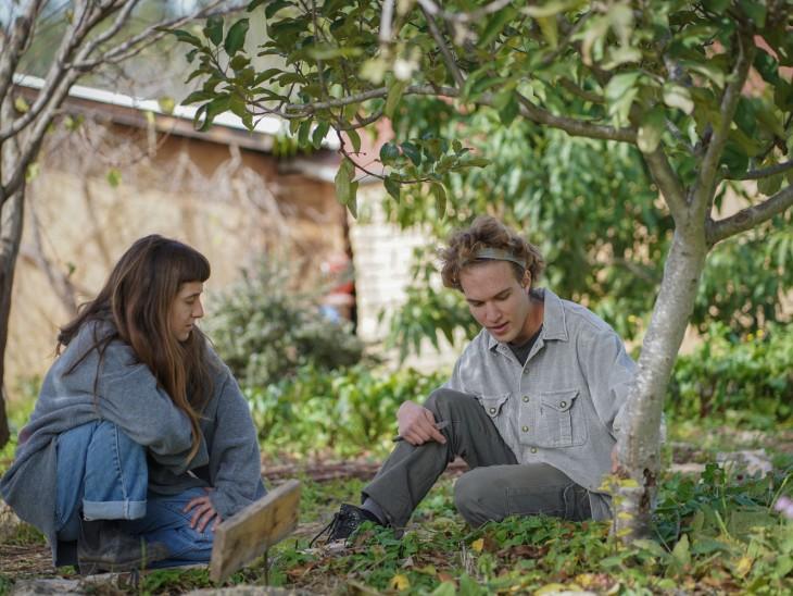 מה מביא יהודים מכל העולם לחווה אקולוגית בישראל, בלי מים חמים וחשמל?