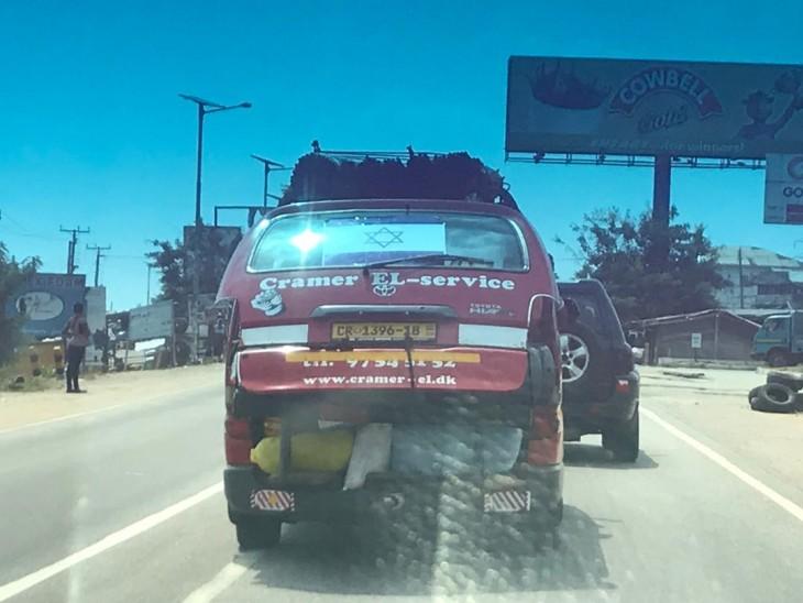 פתאום רואים דגל ישראל בכביש