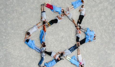 Onward Israel program participants form a Magen-David