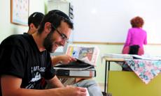 Ulpan_Etzion_Students_Studying_Hebrew_Newspaper